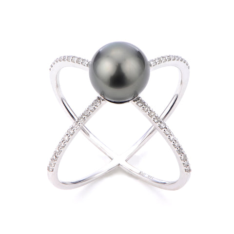 Ring in 14k white gold with a Tahitian pearl and diamonds from Imperial Pearl