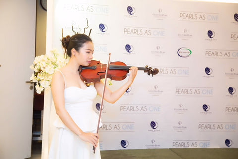 Violinist at the press conference