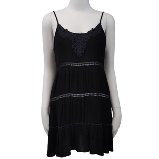 Sleeveless Dress by Forever 21 size S - BRAND: FOREVER 21 . SIZE: SMALL  . STYLE: TIERED, SMALL OPEN BACK TUNIC LENGTH. COLOR: BLACK . SKU: 40321014301.