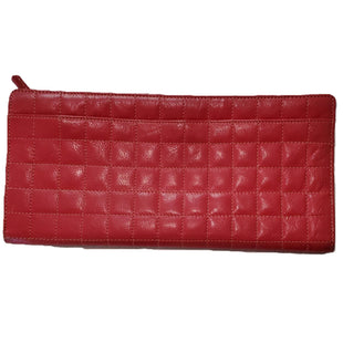 Clutch Wallet by Tusk Size M - BRAND: TUSK. STYLE: 3 SECTION WALLET CLUTCH. COLOR: RED AND TAN. SIZE: MEDIUM. SKU: 40321007967.