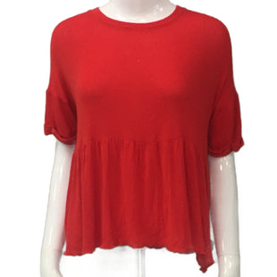 Top Short Sleeve by veroalfie Size 2 - BRAND: VEROALFIE. SIZE: 2 (X-SMALL). STYLE: SHORT SLEEVE WITH RUFFLE HEM. COLOR: RED. SKU: 40321010744.