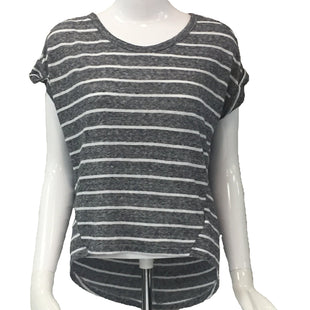 Top Short Sleeve by Old Navy Size XS - BRAND: OLD NAVY. SIZE: X-SMALL . STYLE: SHORT SLEEVE WITH ROUND NECK AND HIGH LOW HEM. COLOR: GRAY AND WHITE STRIPES. SKU: 40321018661.