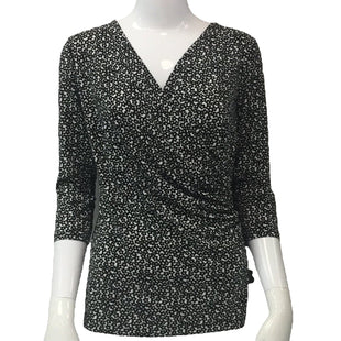 Top Short Sleeve by Ann Taylor Size XS - BRAND: JULIE HAUSE. SIZE: XS. STYLE: V-NECK, 3/4 LENGTH SLEEVES. COLOR: BLACK AND WHITE. SKU: 40321018740.