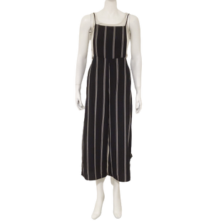 Romper Long Sleeveless by Forever 21 Contemporary Size S - BRAND: FOREVER 21 CONTEMPORARY . STYLE: SPAGHETTI STRAP APRON FRONT ROMPER. COLOR: BLACK AND WHITE. SIZE: SMALL. SKU: 40321028673.