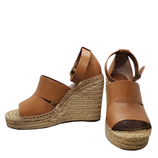 Sandals High Heel by Treasure Bond Size 6 - BRAND: TREASURE BOND. STYLE: HIGH HEEL WEDGES. COLOR: CAMEL AND BROWN. SIZE: 6. SKU: 40321028765.