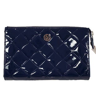 Clutch by Armani Jeans Size L - BRAND: STEVE MADDEN. STYLE: PATENT LEATHER QUILTED WITH INTERIOR POCKETS. COLOR: NAVY. SIZE: LARGE. SKU: 40321023041.