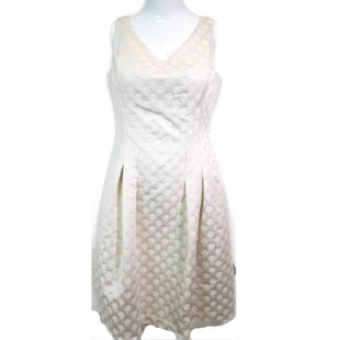Dress Short Sleeveless by Ralph Lauren Size 6 - BRAND: LAUREN BY RALPH LAUREN. STYLE: V-NECK SLEEVELESS DRESS WITH A-LINE SKIRT. COLOR: OFF WHITE WITH GOLD SPECS. SIZE: 6. SKU: 40321005553.