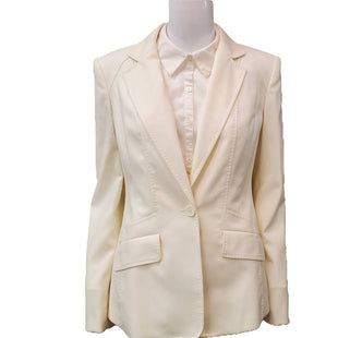 Blazer by Ann Klein Size S - BRAND: ANN KLEIN. STYLE: NWT STANDARD ONE BUTTON BLAZER, CREAM STITCHING DETAIL, TWO FRONT POCKETS. COLOR: CREAM. SIZE: 6(SMALL). SKU: 40321009151. *STAIN ON LEFT SHOULDER, SHOULD COME OUT IN WASH (SEE PHOTOS).