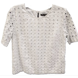 Short Sleeve Shirt by Banana Republic size XS - BRAND: BANANA REPUBLIC. SIZE: XS. STYLE: EYELET LACE OVERLAY W/ COTTON LINING. COLOR: WHITE. SKU: 40321018658.
