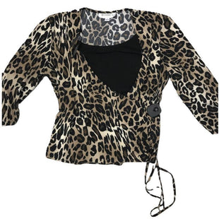 Shirt Short Sleeve by Studio 1 Size 1X - BRAND: STUDIO 1. SIZE: 1X. STYLE: QUARTER SLEEVE, PLUNGE NECK, BLACK UNDERSHIRT, CHEETAH PRINT . COLOR: BROWN, BLACK. SKU: 40321015887.