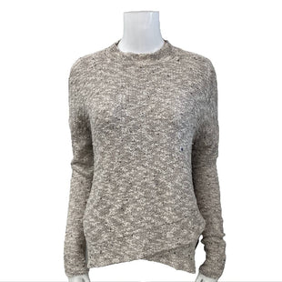 Sweater by American Eagle Outfitters Size M - BRAND: AMERICAN EAGLE OUTFITTERS. STYLE: ROUND NECK WITH ASYMMETRICAL HEM. COLOR: CREAM. SIZE: MEDIUM. SKU: 40321008035.