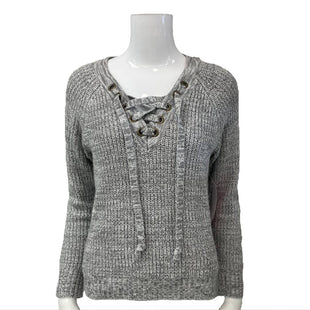 Sweater by It's Our Time Size M - BRAND: IT'S OUR TIME. STYLE: LACE UP V-NECK. COLOR: GRAY AND WHITE. SIZE: MEDIUM. SKU: 40321022040.