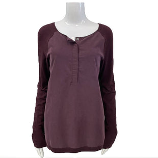 Sweater by Calvin Klein Jeans Size M - BRAND: CALVIN KLEIN JEANS. STYLE: BUTTON DOWN FRONT . COLOR: BURGUNDY. SIZE: MEDIUM. SKU: 40321001979.