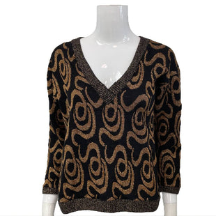 Sweater by Classic Essentials Size M - BRAND: CLASSIC ESSENTIALS. STYLE: V-NECK. COLOR: GOLD AND BLACK. SIZE: MEDIUM. SKU: 40321025929.