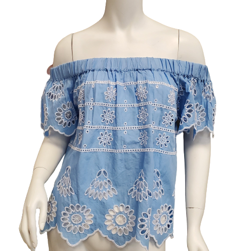 Top Short Sleeve by Mudpie Size XS - <P>BRAND: MUDPIE</P> <P>STYLE: OFF THE SHOULDER WITH CUTOUTS</P> <P>COLOR: BLUE AND WHITE</P> <P>SIZE: X-SMALL</P> <P>SKU: 40321020956</P>
