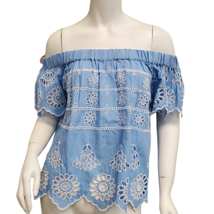 Top Short Sleeve by Mudpie Size XS - BRAND: MUDPIE. STYLE: OFF THE SHOULDER WITH CUTOUTS. COLOR: BLUE AND WHITE. SIZE: X-SMALL. SKU: 40321020956.