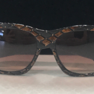 Sunglasses by Helena Rubenstein - BRAND: HELENA RUBENSTEIN. STYLE: OVERSIZED. COLOR: BROWN, BLACK. SKU: 4032101211U.