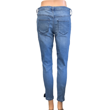 Jeans by Universal Thread size 4 - <P>BRAND: UNIVERSAL THREAD</P> <P>STYLE: MID RISE JEGGING JEAN</P> <P>COLOR: BLUE</P> <P>SIZE: 4</P> <P>SKU: 40321022038</P>