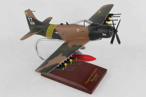 B7140 EXECUTIVE SERIES A-1H (AD-6) SKYRAIDER (USAF) 1/40