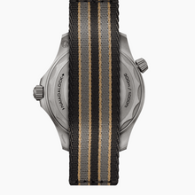 Load image into Gallery viewer, Omega Seamaster Diver 300 M 007 Edition