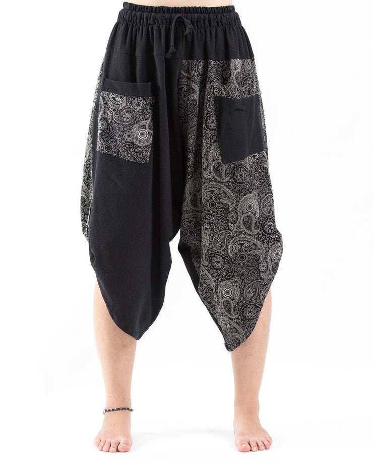 Unisex two Tone Paisley Prints Three Quarter Pants in Black