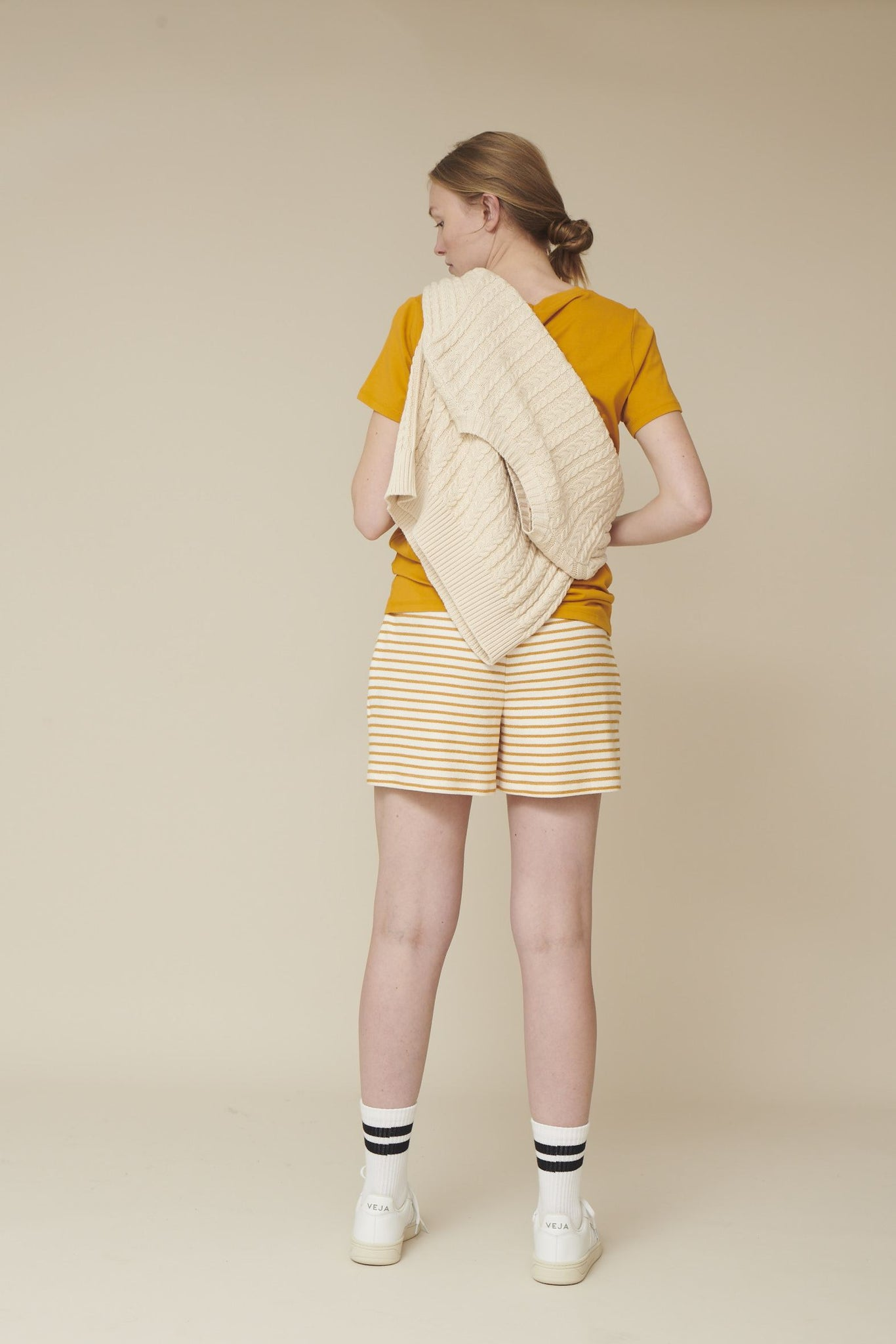 Basic Apparel // Vendela shorts - inca gold / offwhite