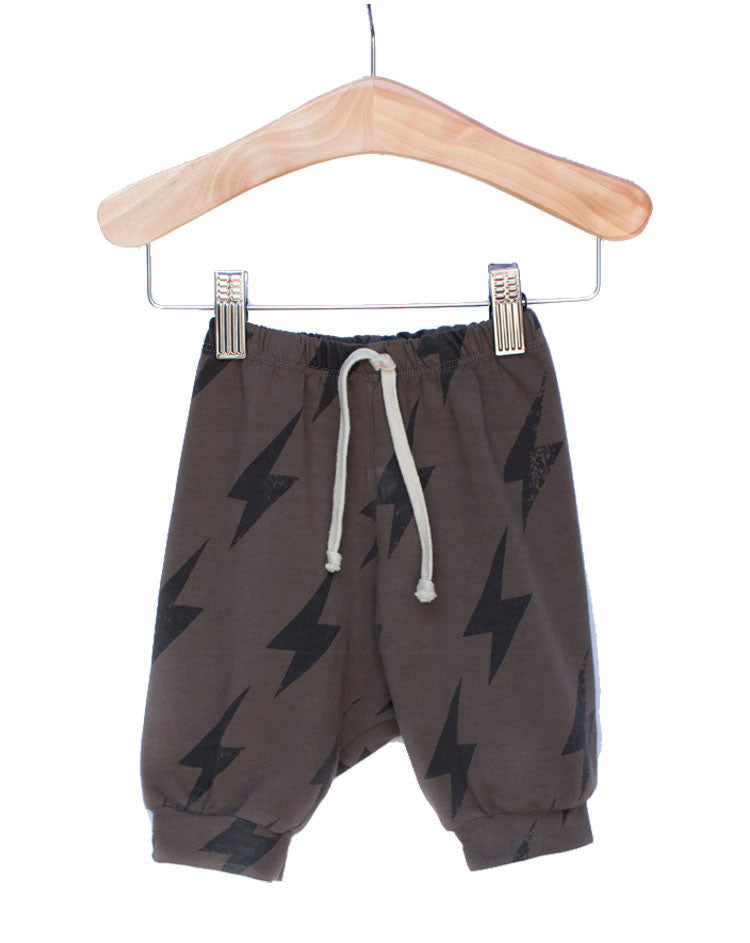 The Milo Slouch Short in Smoke Bolt