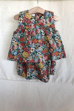 Ensemble in Floral