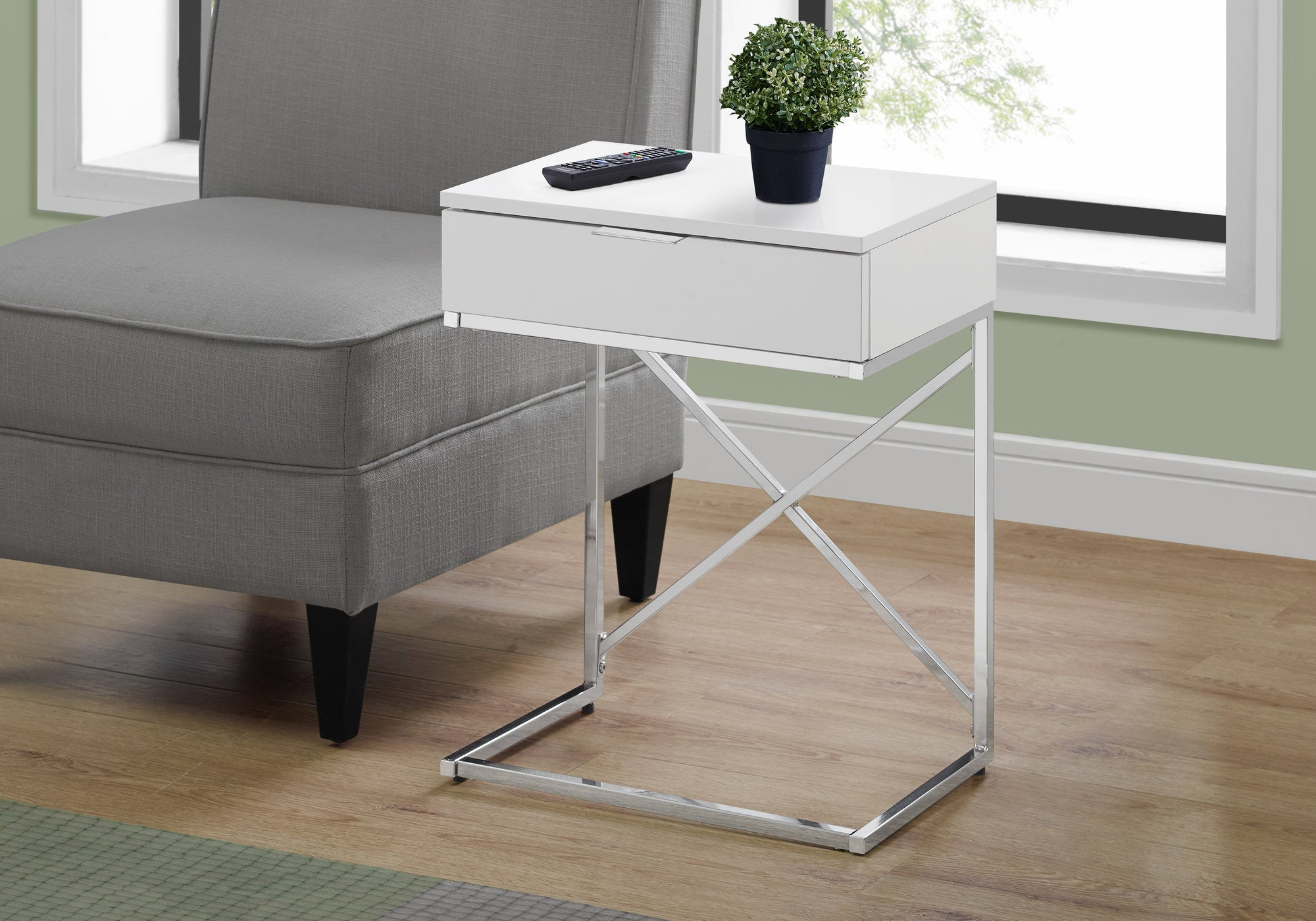 "I 3470 - ACCENT TABLE - 24""H / GLOSSY WHITE / CHROME METAL"