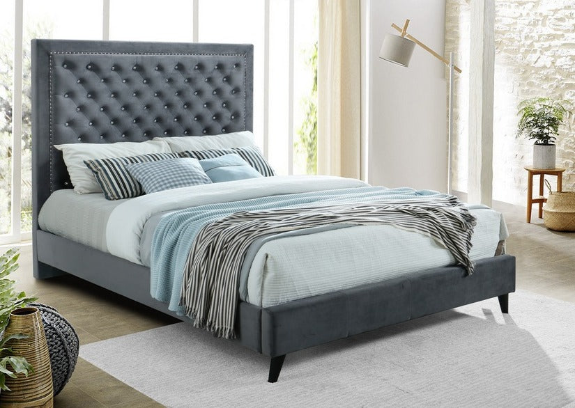 IF 5680 - Deep Upholstered Grey Bed - Queen / Grand Lit