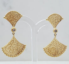 Load image into Gallery viewer, Fanned Hammered Earrings