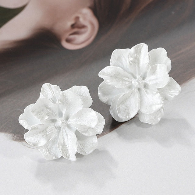 Charming Cute Camellia Simulated Pearl Floral Earrings