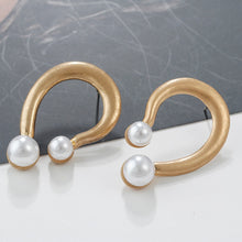 Load image into Gallery viewer, Trendy Elegant Alloy U Shape Metal Pearl Earrings
