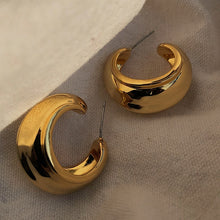 Load image into Gallery viewer, Vintage Circle C Shape Alloy Earrings