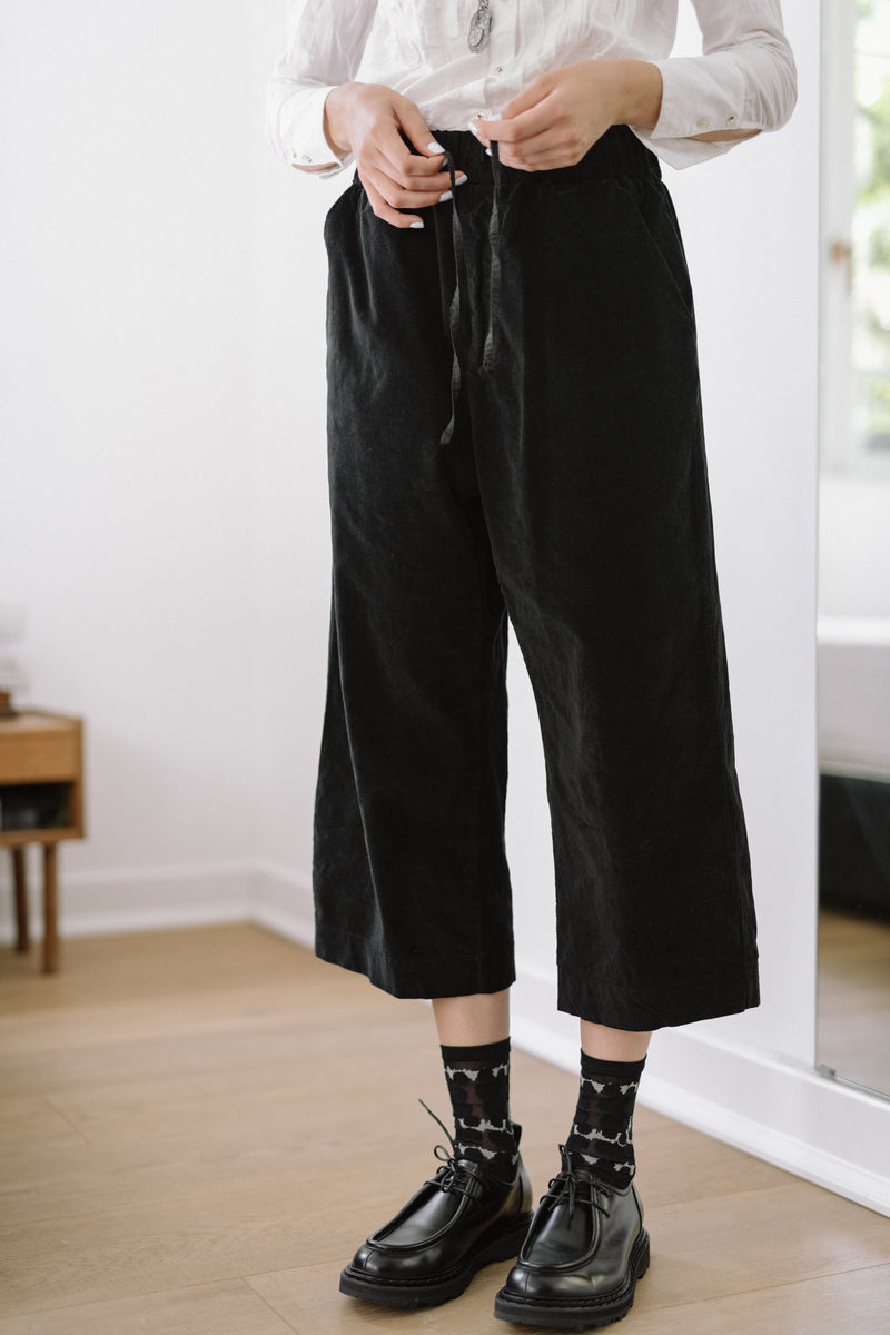 WIDE & SHORT VELVET TROUSERS