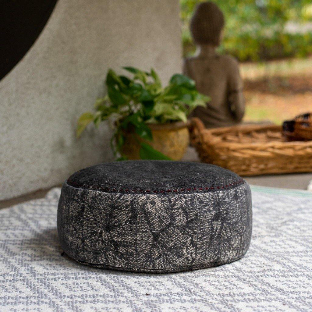 Round Buckwheat Meditation Cushion in Black - the five clouds