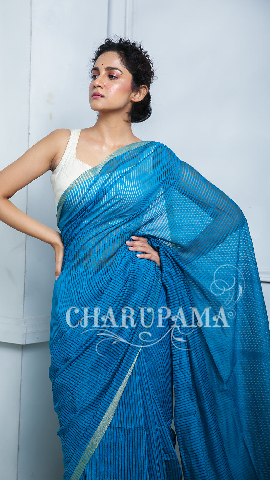 Blue Shaded This Noil Saree With Stripes Has Both Charismatic Look  And Comfort Characteristics. It Can Be Worn In All Seasons & At All Occasions.