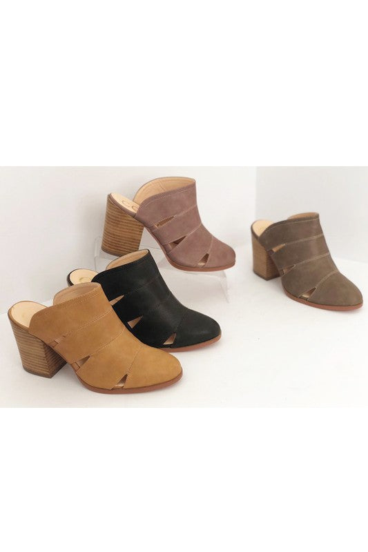 The Faith slit clogs in Camel