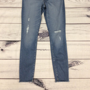 NWT Universal Thread Jeans - SIZE 2/26. LIGHT BLUE. MID-RISE SKINNY.
