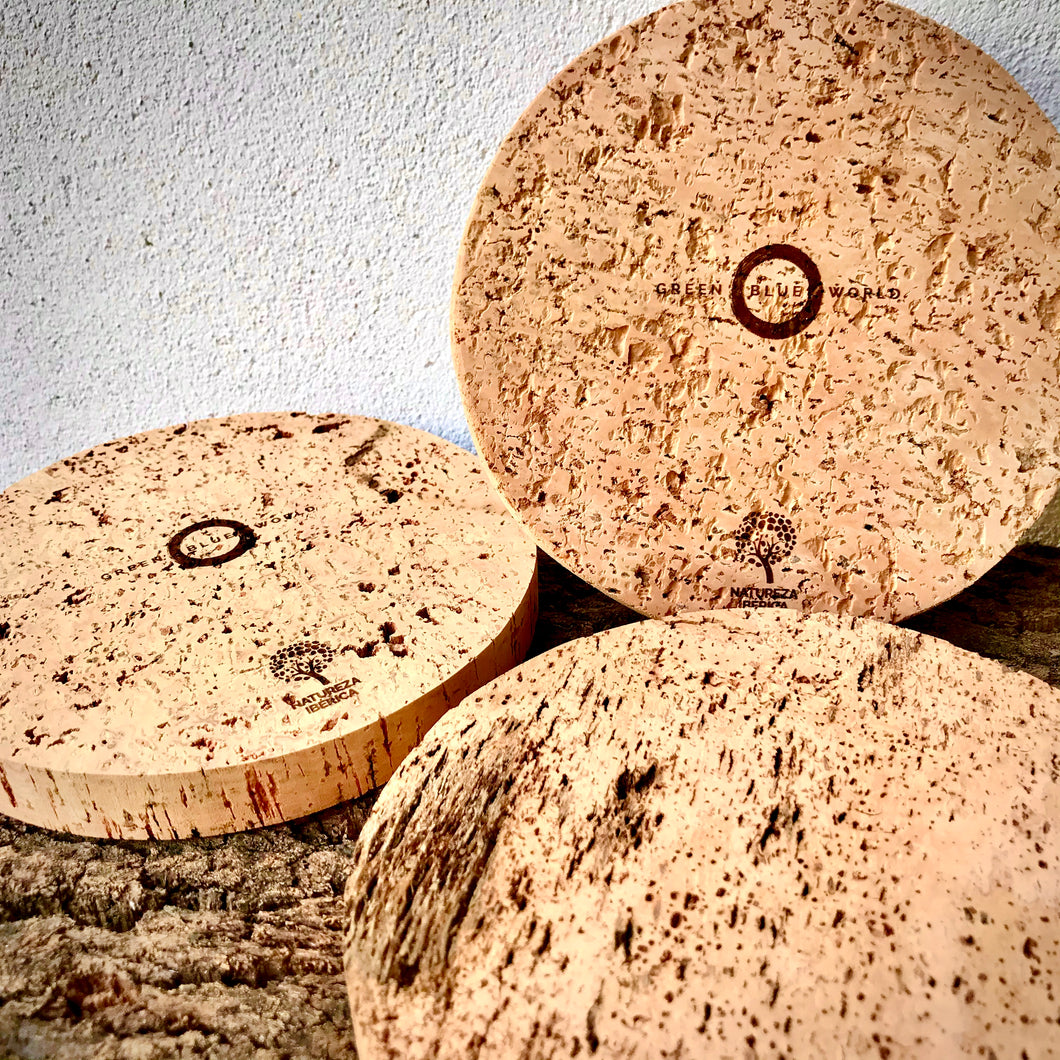 Green Blue World 16cm diameter small round cork pot mat / trivet.  One side laser etched with GBW logo & Natureza Ibérica ecolabel, the other side natural. Premium kitchen accessories, made by artisans from a regenerative forestry project.