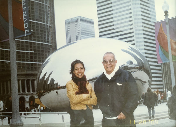 "Asian father and daughter in front of ""Chicago Cloud"", the bean sculpture in Chicago."