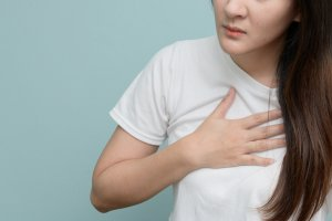 Pain on the Right Side of the Chest? Here Are Some Possible Causes