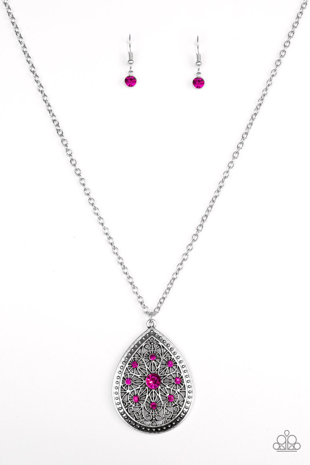 I Am Queen Necklace Pink