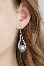 Load image into Gallery viewer, Headliner Over Heels Earring Silver