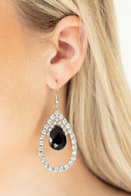 Load image into Gallery viewer, Trendsetting Twinkle Black Earring