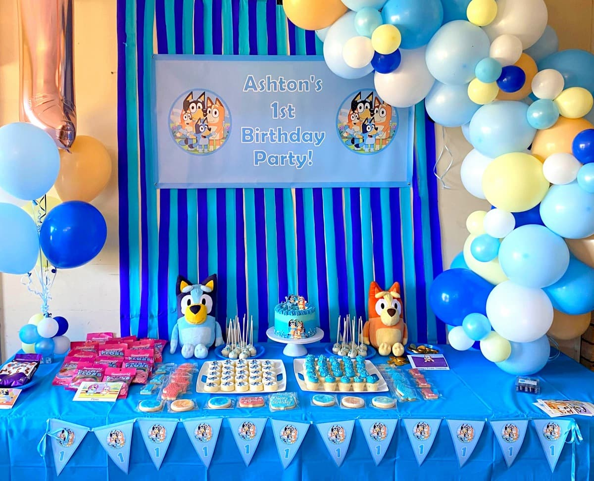 Bluey Birthday Party Photo Cake Table