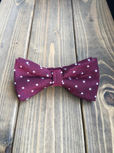 Load image into Gallery viewer, Berry Dot Cotton Bow Tie