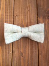 Load image into Gallery viewer, Pale Green Wool Bow Tie