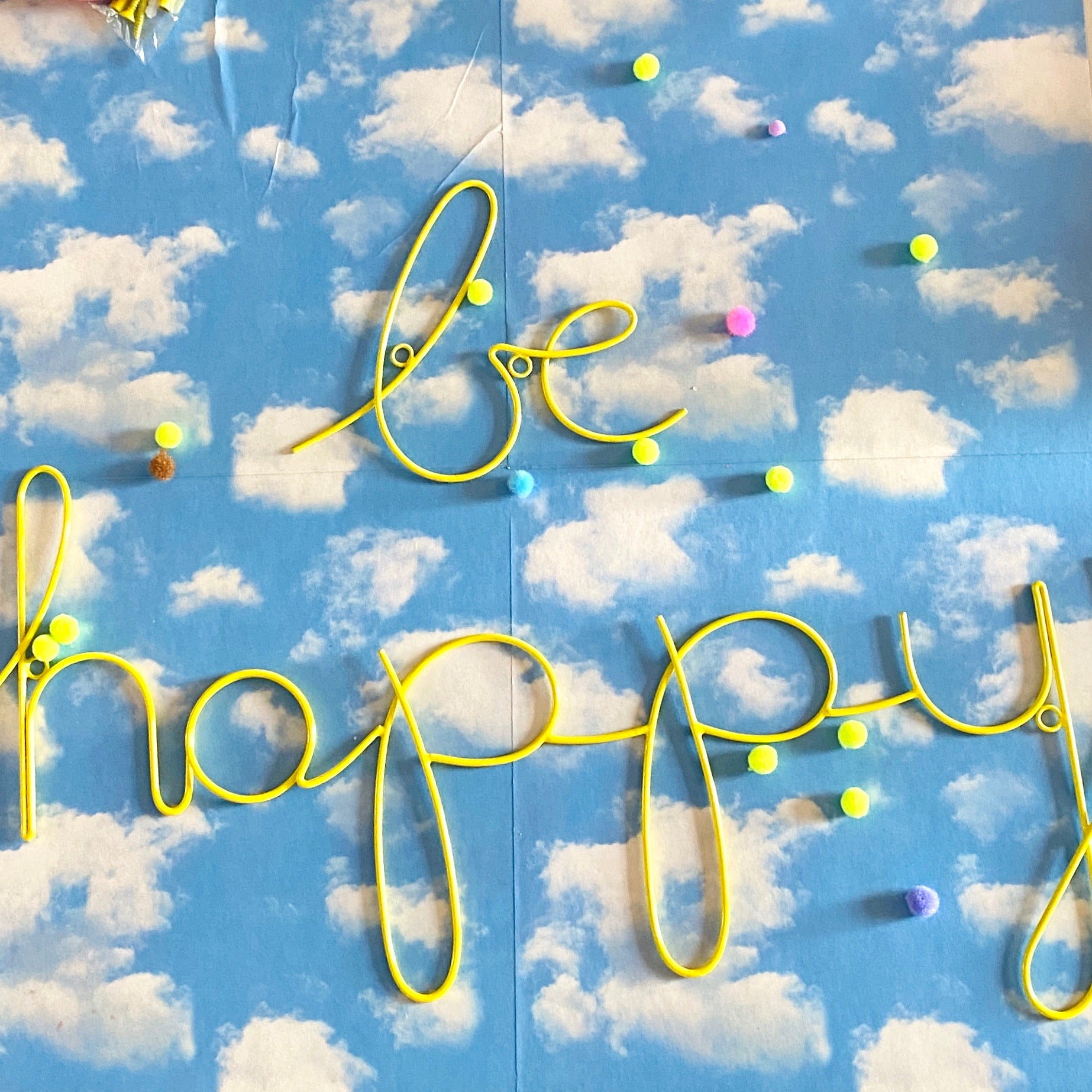 'Be happy' wall word