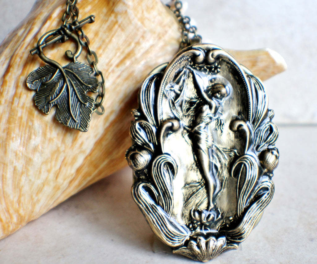 Music box Locket with Goddess Zelda Playing Harp - Char's Favorite Things - 1